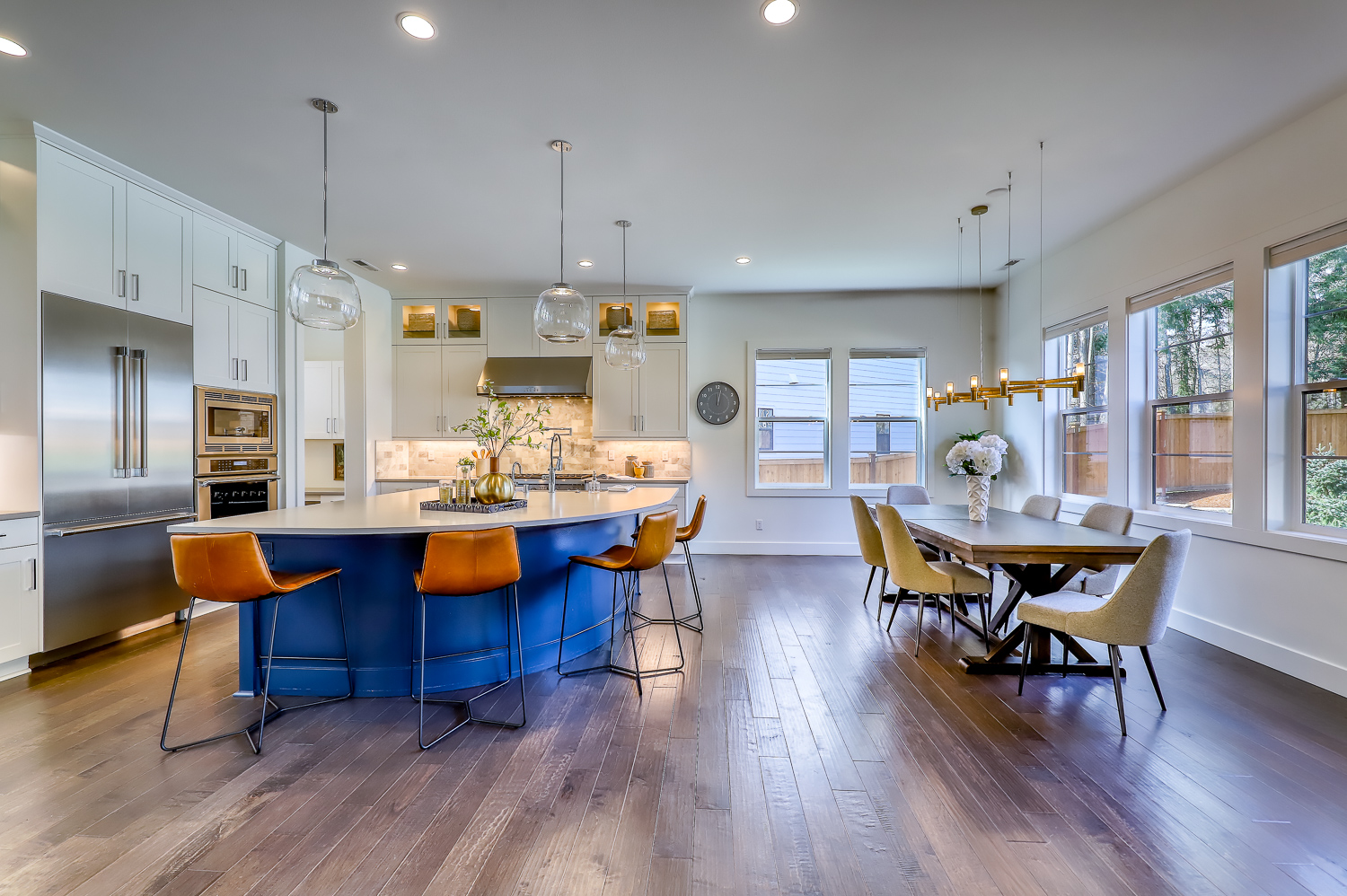 Kitchen Bar and Dining Table