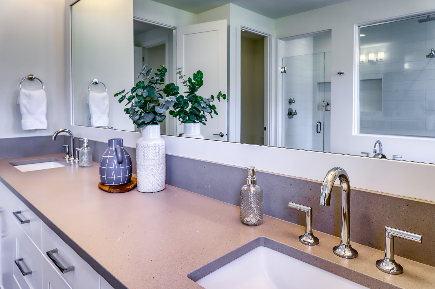 Sinks and Mirror